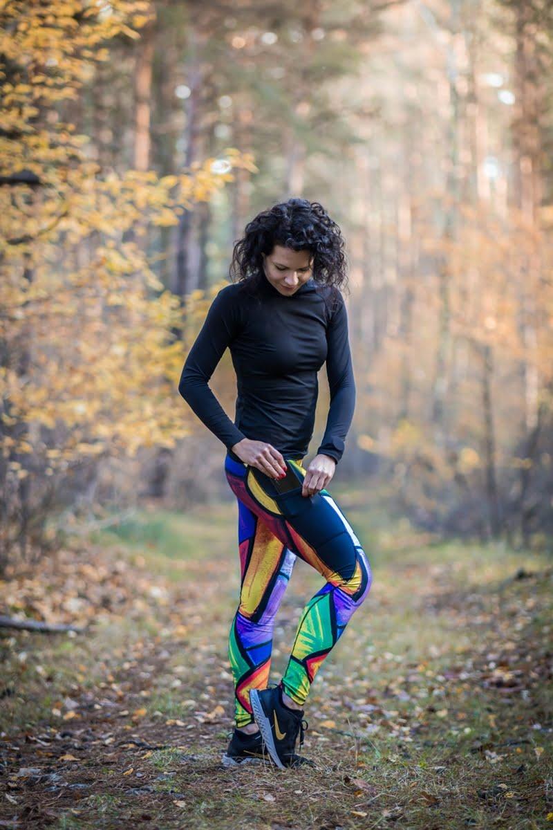 Długie kolorowe legginsy dla kobiet do biegania wzór pikasa dla aktywnych kobiet siłowia fitness bieganie w lesie kieszonka na telefon