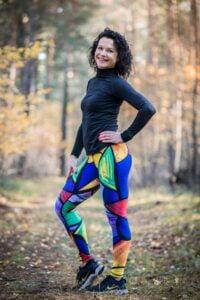 Kolorowe leginsy pikasa w wersji długiej dla wesołych i aktywnych kobiet lubiących bieganie